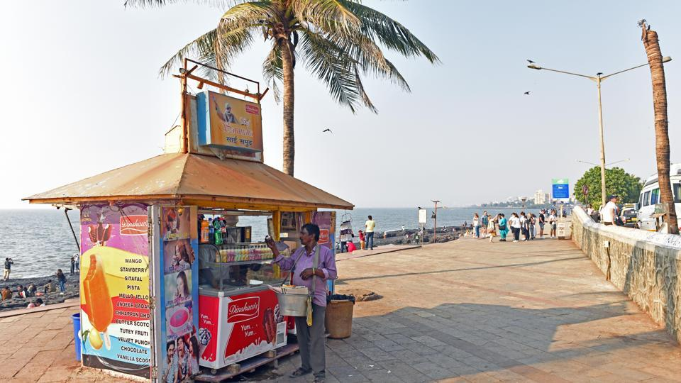 While BMC says no hawking licences have been issued, hawkers are seen occupying the Bandstand promenade.