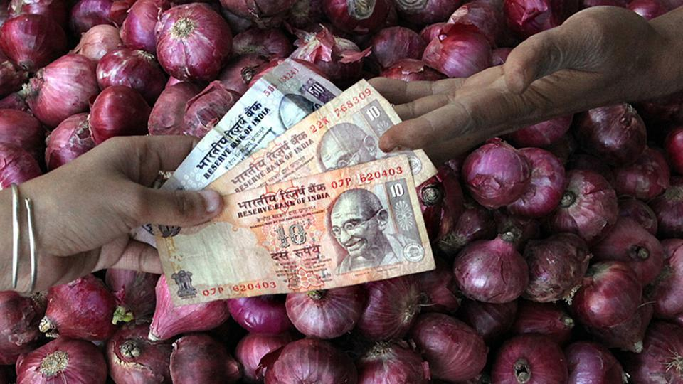 Combined food inflation in October was 1.9% in October, compared with 1.25% a month ago as vegetable prices increased by 7.47% from 3.92% in the previous month. (HT file photo)