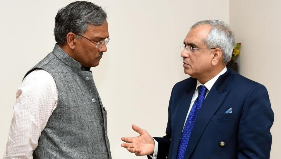 Chief minister TS Rawat interacts with Niti Ayog  vice chairperson Rajiv Kumar in Dehradun on Monday.
