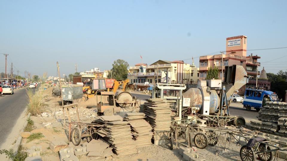 Construction material lying at a site near Gurukul Kangri-Singh Dwar on the Haridwar-Dehradun national highway.