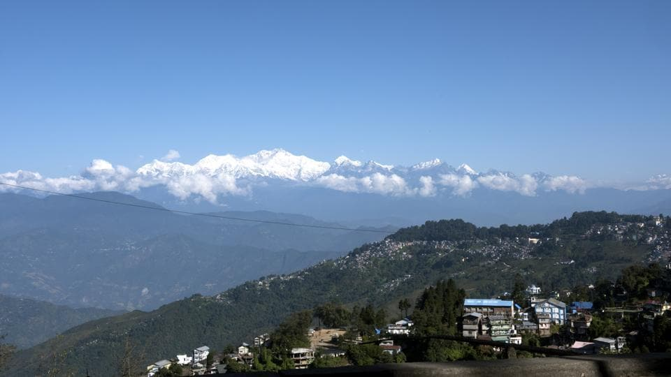 The British secured Darjeeling on lease from the princely state of Sikkim in 1835 for its cool climate. Tea cultivation started under a renegade British army officer, Captain Samler, in the 1840s. (Indranil Bhoumik / MINT)