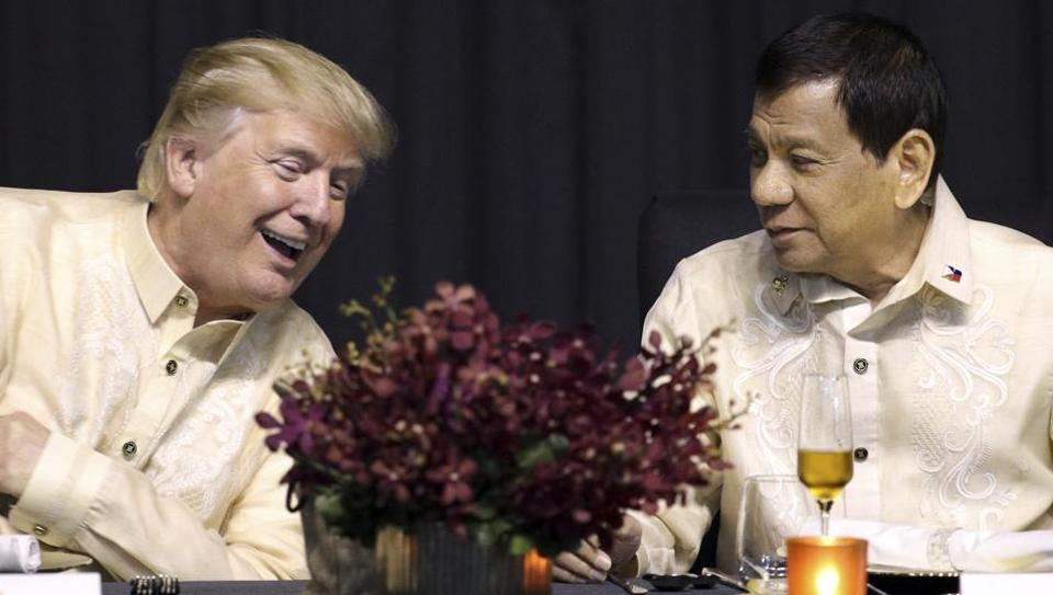 US President Donald Trump, left, talks with Philippine President Rodrigo Duterte during the gala dinner marking ASEAN's 50th anniversary in Manila, Philippines, Sunday, Nov. 12, 2017.