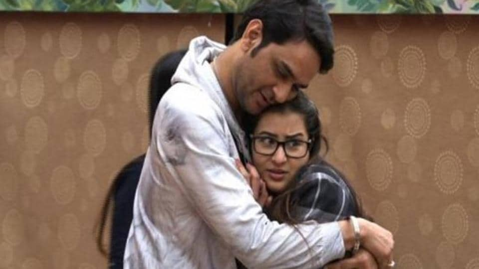 Bigg Boss pitted Shilpa Shinde and Vikas Gupta against each other.