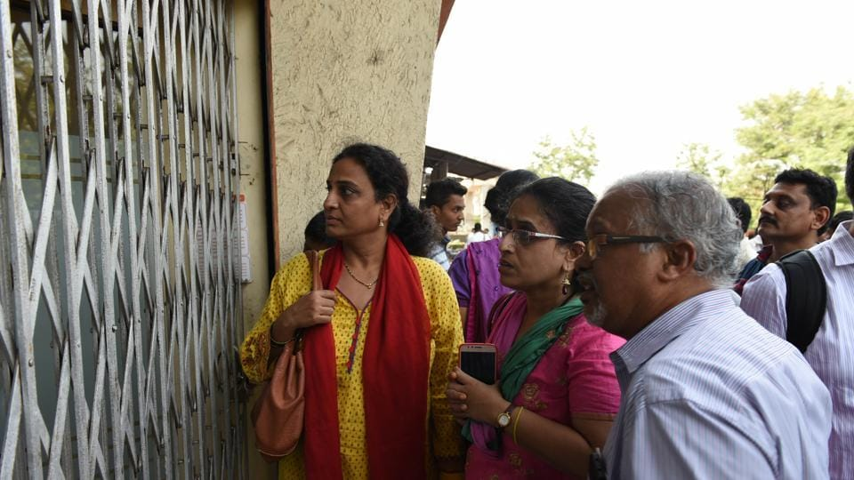 Worried customers at Bank of Baroda's Sanpada branch after news broke that the locker room was looted.