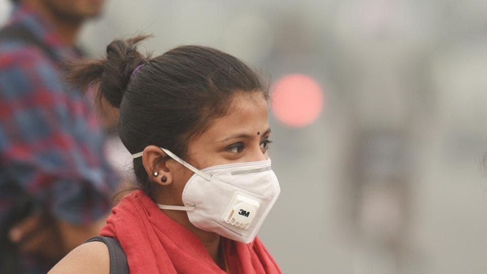 Commuters wear pollution masks in New Delhi, November 11, 2017