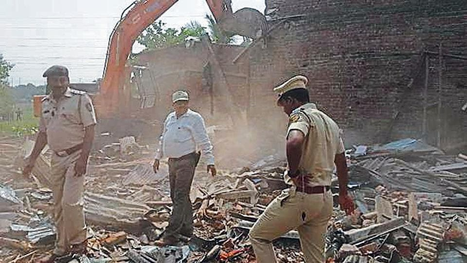 Mumbai news,mangroves,illegal structures