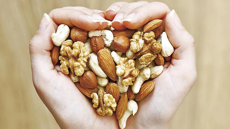 People who ate tree nuts, such as almonds, cashews, chestnuts and pistachios, have a 15% lower risk of heart disease.