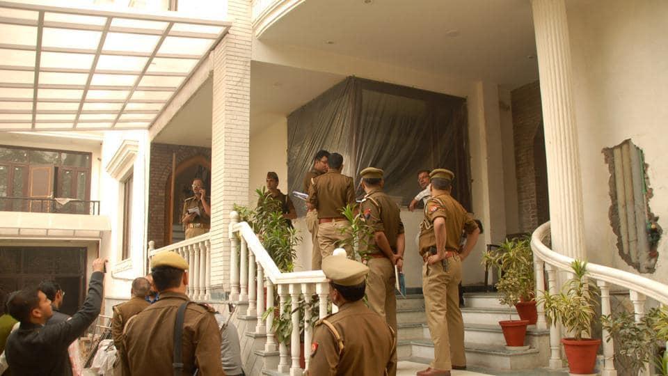 Noida,bungalow,guard