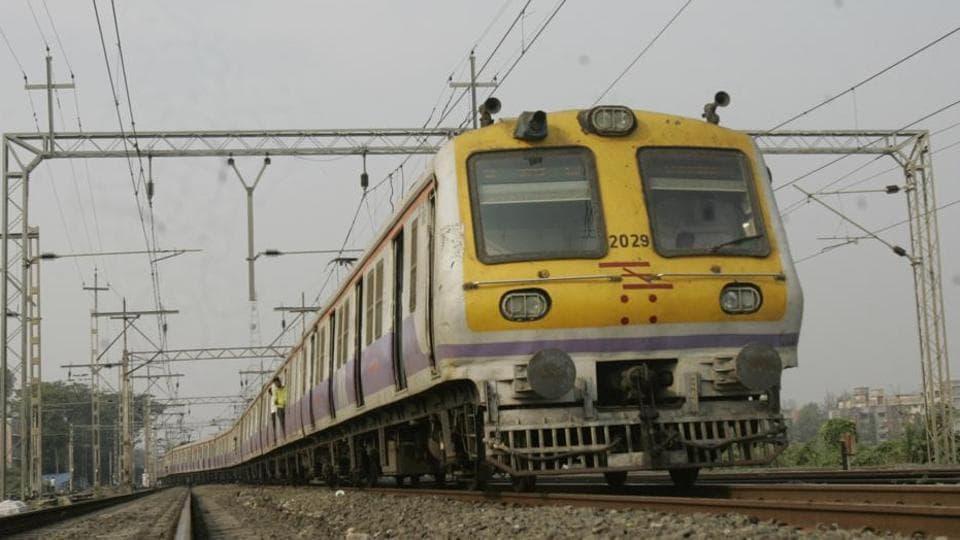 Delhi Cantt Railway Station,Train coach,FIre in coach