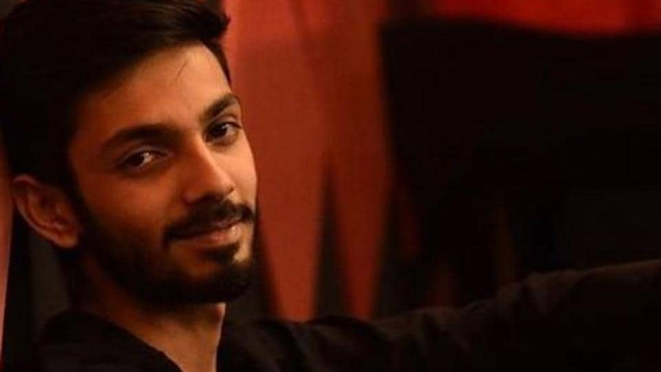Singer Anirudh Ravichander's latest single is a love ballad titled Bewajah. It's India's first vertical pop music video song.