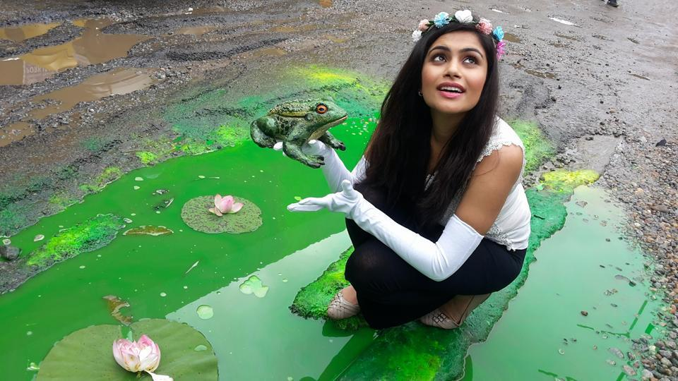 Last year, Baadal Nanjundaswamy got a 'princess' to 'kiss a frog' using a pothole as his canvas on the outskirts of Bengaluru.  (Courtesy: Baadal Nanjundaswamy's Facebook page)