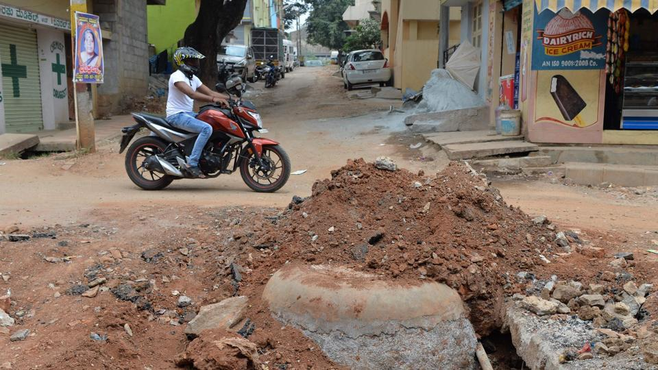 A motorist passes a road restoration project in Bangalore.  (Manjunath Kiran / AFP)