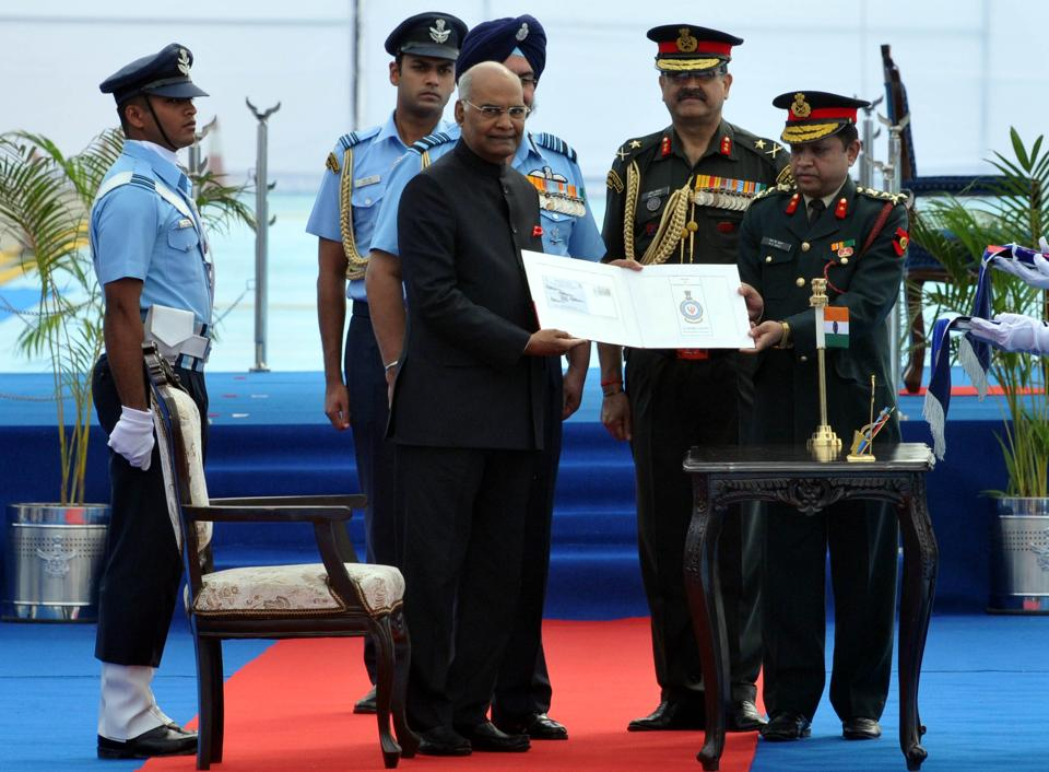 President Ram Nath Kovind on Thursday awarded standards to two units of the Indian Air Force —  223 Squadron (Tridents) and 117 Helicopter unit (Himalayan Dragon) — for their history of excellence. (Pardeep Pandit/ht)