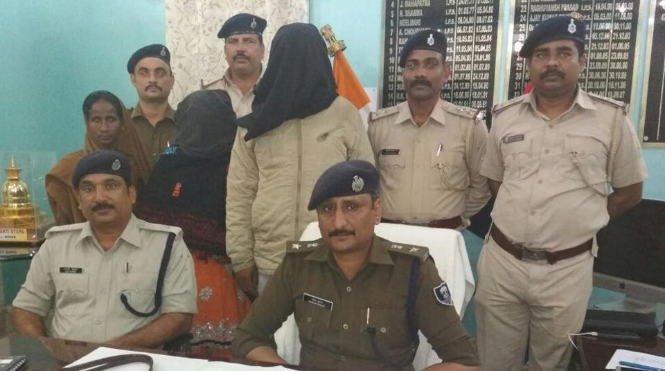 The woman leader of vehicle- lifters gang and her accomplice in police custody at Hajipur on Thursday.