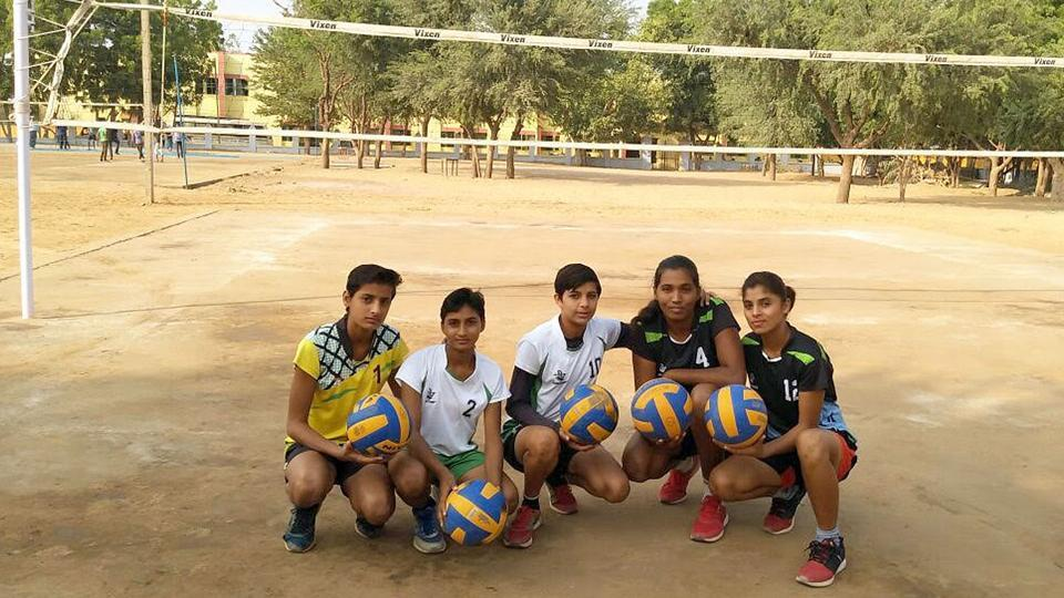 The girls volleyball team from Hanumangarh. photo-ht