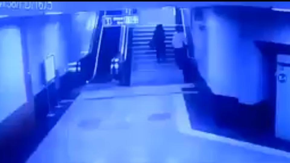 Delhi Metro,Molestation,Journalist