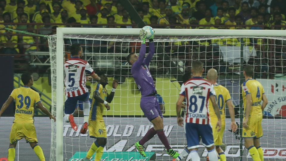 Paul Rachubka of Kerala Blasters FC claims the high ball during match 1 of the Indian Super League between Kerala Blasters FC and Atletico de Kolkata FC held at the Jawaharlal Nehru Stadium in Kochi. (ISL / SPORTZPICS)