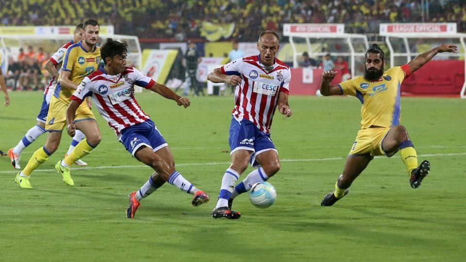 Hitesh Sharma of Atletico de Kolkata FC and Robin Singh of Atletico de Kolkata FC in action during match 1 of the Indian Super League between Kerala Blasters FC and Atletico de Kolkata FC held at the Jawaharlal Nehru Stadium in Kochi.  (ISL / SPORTZPICS)