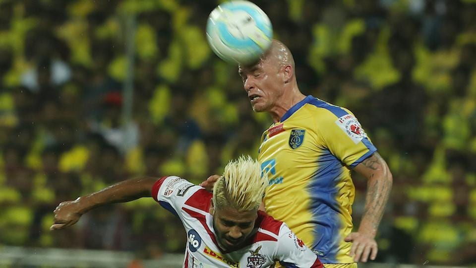 Iain Hume of Kerala Blasters FC and Prabir Das of Atletico de Kolkata FC during match 1 of the Indian Super League between Kerala Blasters FC and Atletico de Kolkata FC held at the Jawaharlal Nehru Stadium in Kochi.  (ISL / SPORTZPICS)