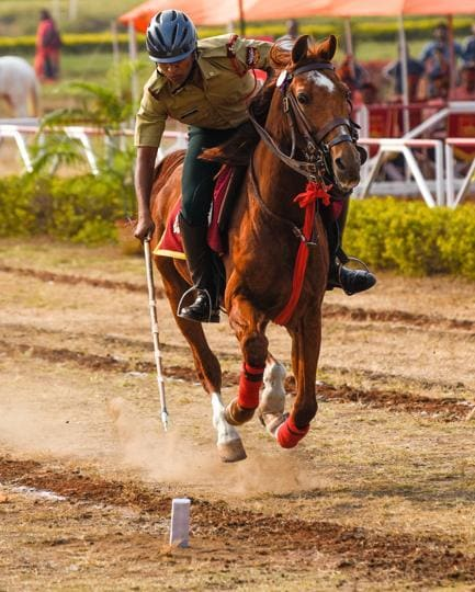 A participant of the tent pegging contingent in action during the Southern Star Horse Show-2017 at Pune Race Course on Thursday.  (Sanket Wankhade/HT PHOTO)