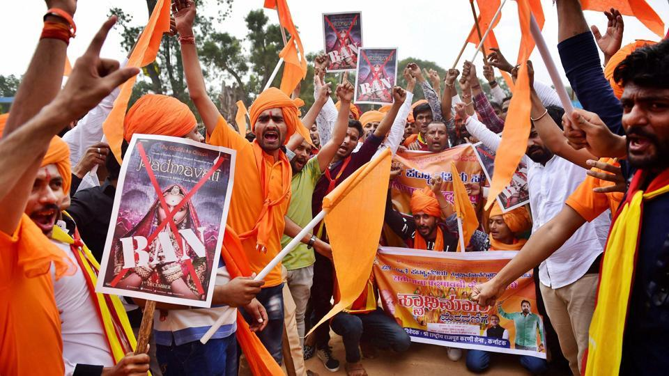 Members of Rashtriya Rajput Karni Sena shout slogans against fimmaker Sanjay Leela Bhansali during a protest demanding for a total ban on 'Padmavati' at Freedom Park in Bengaluru. (PTI)