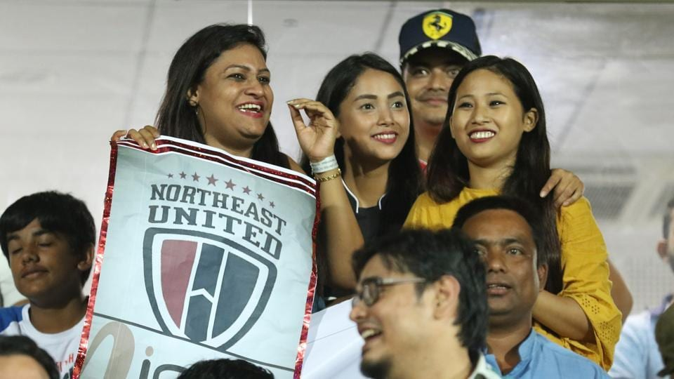 Fans cheer during the match between NorthEast United FC and Jamshedpur FC.  (ISL / SPORTZPICS)