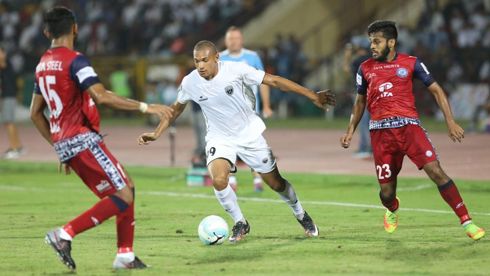 Danilo Cezario of NorthEast United had arguably the best chance of the game but his shot went wide.  (ISL / SPORTZPICS)