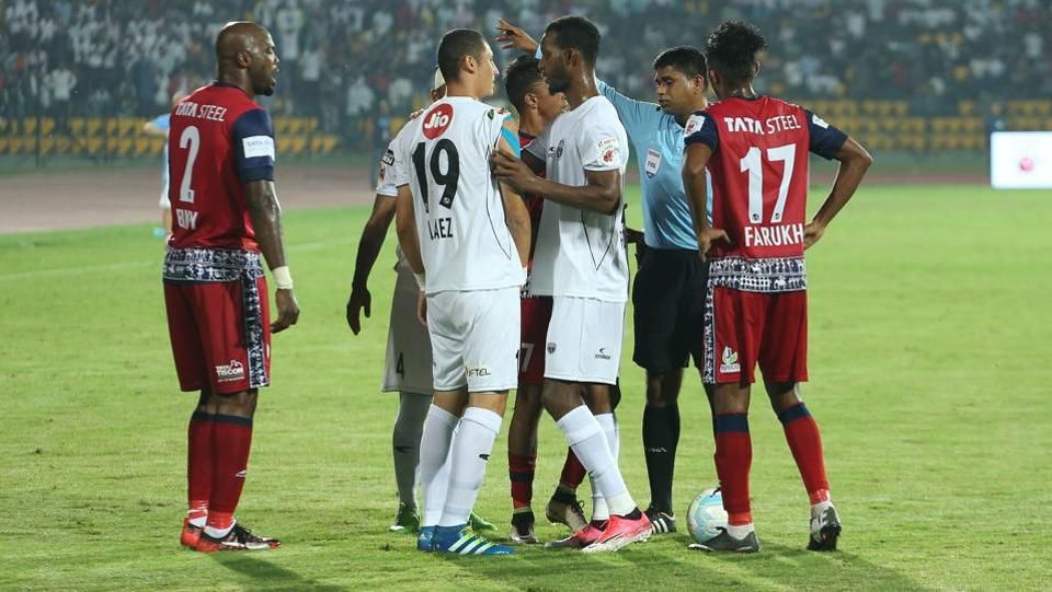 Andre Bikey of Jamshedpur FC got sent off late in the second half.  (ISL / SPORTZPICS)