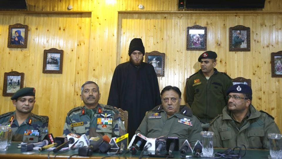 Lashkar-e-Taiba (LeT) militant Majid Khan (C), is presented by Army at a joint press conference with Police in Awantipora on November 17, 2017. The 20-year-old had joined the LeT but surrendered after a tearful appeal  by his mother in a video was widely shared on social media. (Waseem Andrabi  / HT Photo)