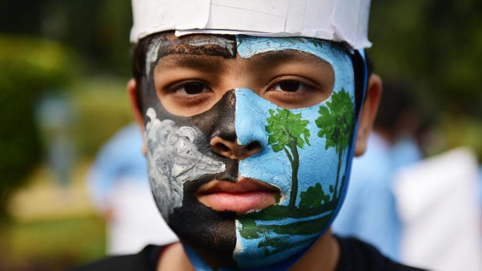 Students from various schools participated in a rally organized by the UN Information Centre for India and Bhutan at Nehru Park expressing fear over alarming levels of air pollution, in New Delhi on November 15, 2017. (Sanchit Khanna / HT Photo)