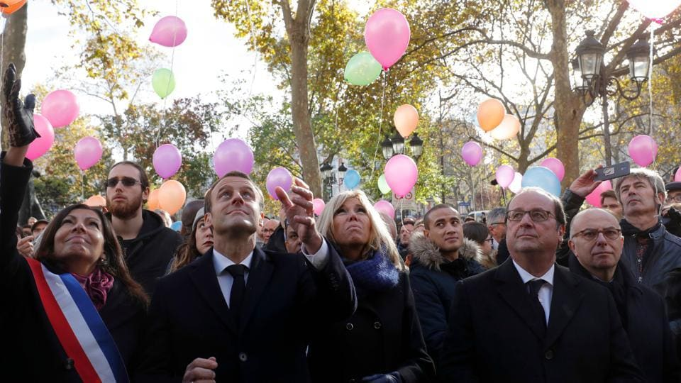 (From L) Mayor of Paris Anne Hidalgo, French President Emmanuel Macron, his wife Brigitte, former French President Francois Hollande and former Interior Minister Bernard Cazeneuve release balloons at Paris 11th district town hall on November 13, 2017, during a ceremony marking the second anniversary of the Paris attacks of November 2015. (Philippe Wojazer / AFP)
