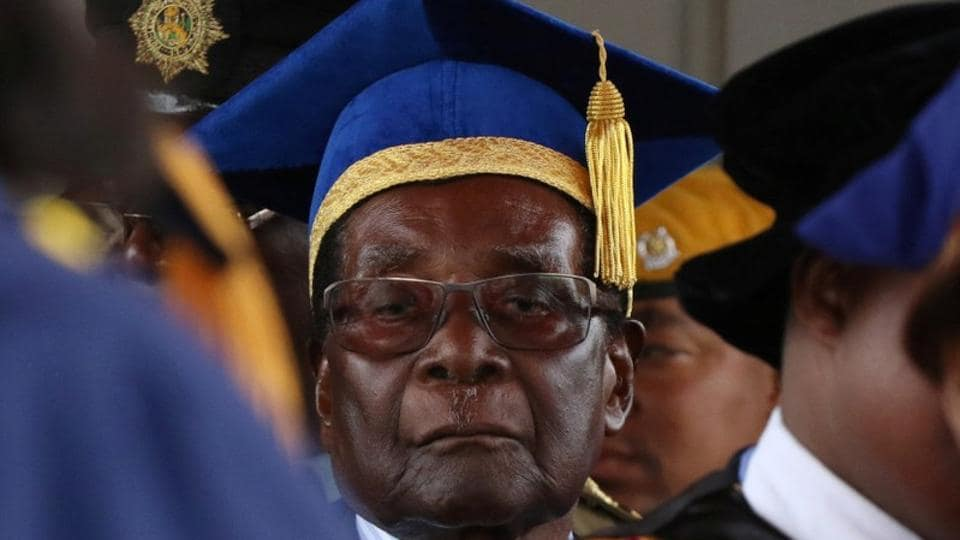 Zimbabwe President Robert Mugabe attends a university graduation ceremony in Harare, Zimbabwe on November 17, 2017. The 93-year old president made his first public appearance after days of speculation over his future, following a military takeover claiming to purge corruption had him under house arrest. (Philimon Bulawayo / REUTERS)