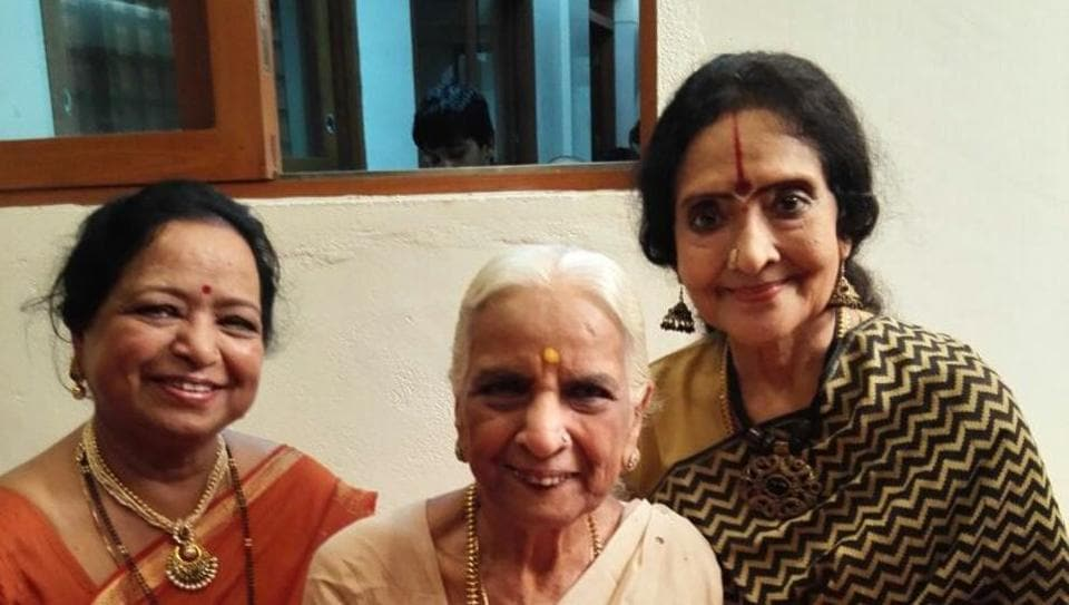 Sudha Datta (extreme left), with her mother Girija Devi, and Bollywood actor Vyjayanthimala (extreme right).