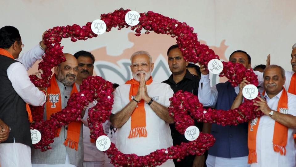 Rahul waging lone battle against Modi in Gujarat: Ghulam Nabi Azad
