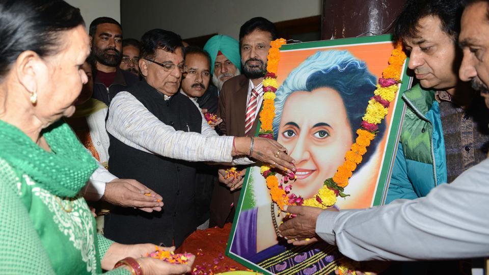 Narendra Modi pays tributes to Indira Gandhi on her birth anniversary