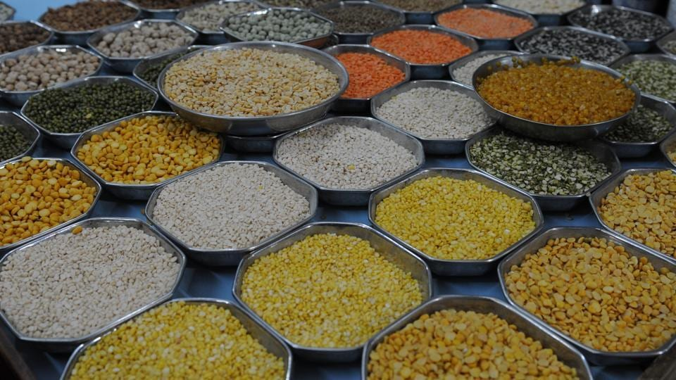 A similar study in Kolkata found that raw food items such as fish, chicken, biscuits, dal, spices sold on the streets contain lead concentrations higher than safe limits.