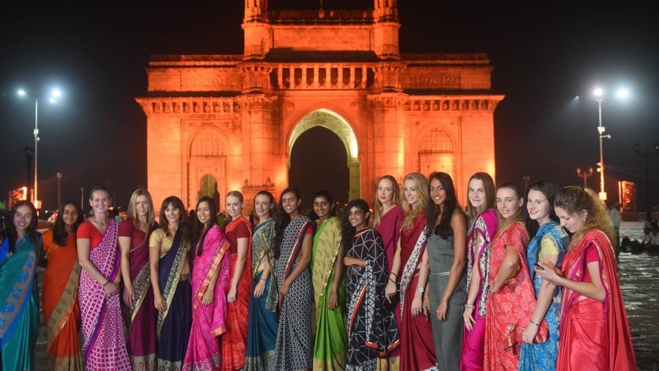 The players participating in the Mumbai Open WTAtennis tournament pose in front of the Gateway of India during a promotional event on Monday.