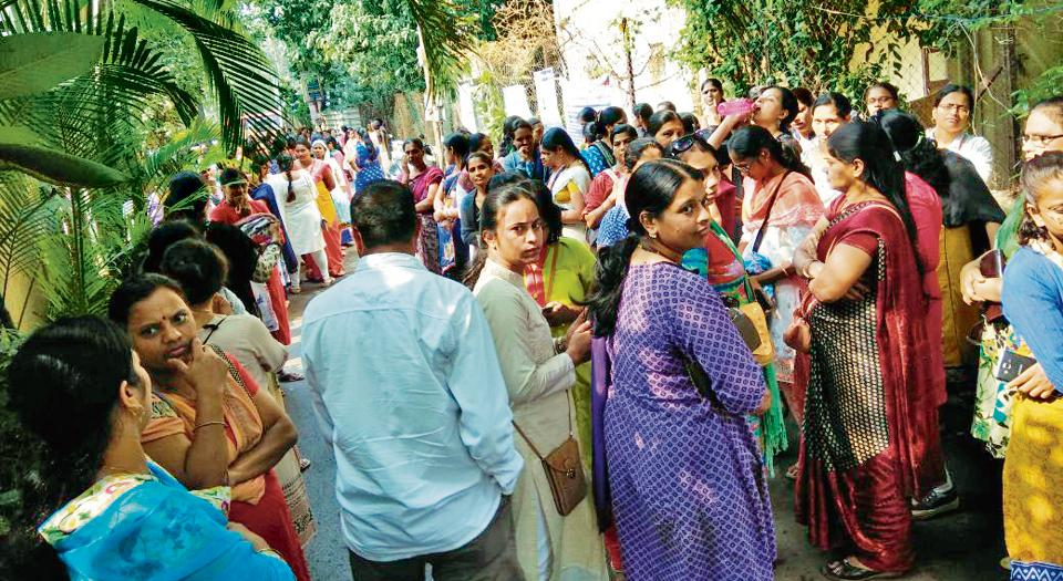 Parents take to streets to protest against 50% fee hike by Dnyanganga English Medium School,Pune