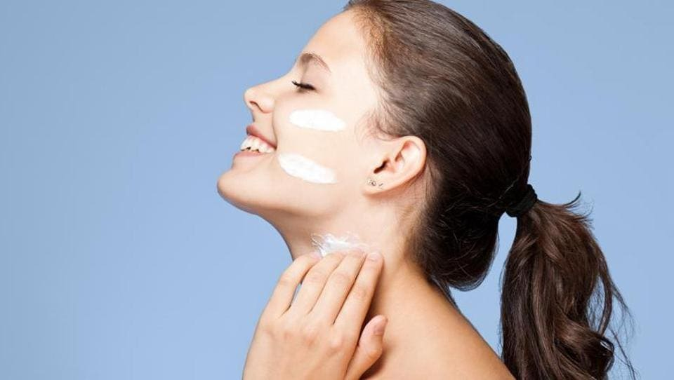 Many people think that oily skin doesn't require moisturising. However, every skin type needs a moisturiser.