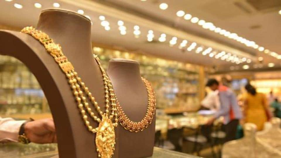 An employee of a jewellery shop in Karol Bagh allegedly made away with over 2kg of gold items last week, said the police.