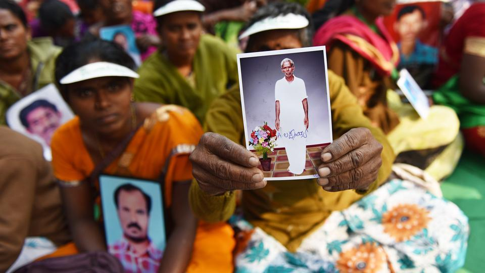 Ramanamma from Andhra Pradesh holds out a picture of her husband Laxmayya, a farmer who committed suicide saddled by long pending loans. Several women present here held out photos of their dead husbands, narrating their stories. They expressed distress over their voices not being heard. (Sanchit Khanna / HT Photo)