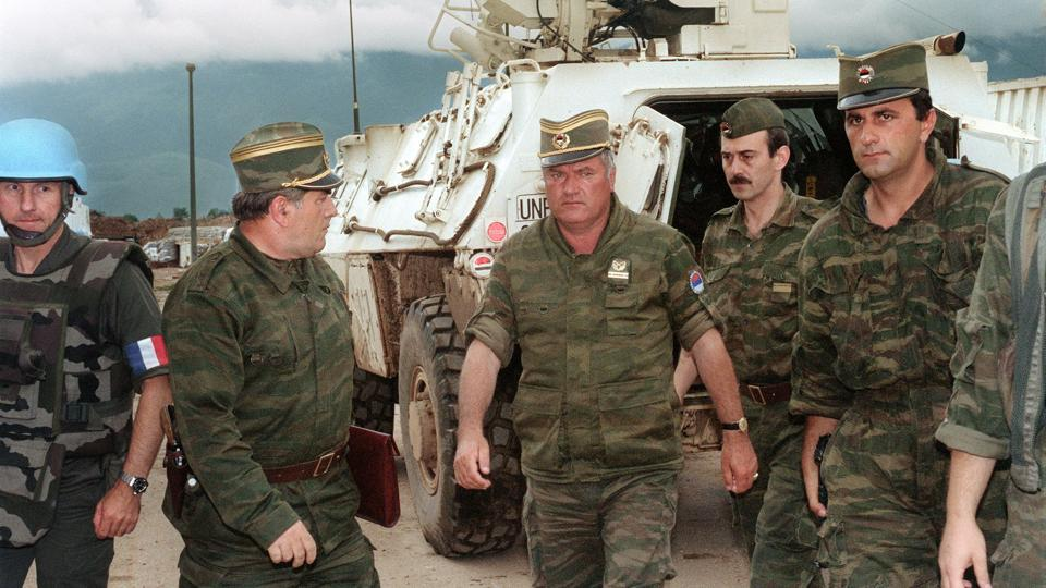 An August 10, 1993 photo shows Commander of Serbian forces in Bosnia General Ratko Mladic (C) at the airport of Sarajevo to negotiate the withdrawal of troops from Mount Igman. The International Criminal Tribunal for the former Yugoslavia (ICTY) will on November 22, 2017 deliver a verdict on Mladic, who faces 11 charges including genocide, war crimes and crimes against humanity --arising from Bosnia's 1992-1995 war. (Gabriel Bouys / AFP)