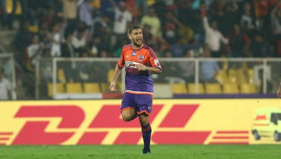 After Alfaro's goal, FC Pune City in creased pressure on Delhi Dynamos. (ISL / SPORTZPICS)