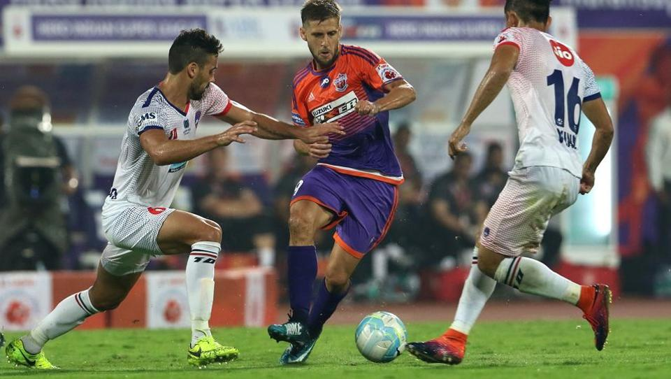 Emiliano Alfaro (centre) pulled one back for Pune City in the 67th minute. (ISL / SPORTZPICS)