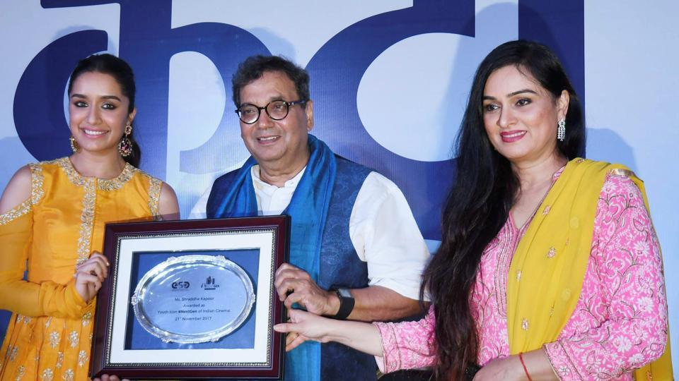 Shraddha Kapoor being felicitated by filmmaker Subhash Ghai as the youth ICON during IFFI in Panaji.