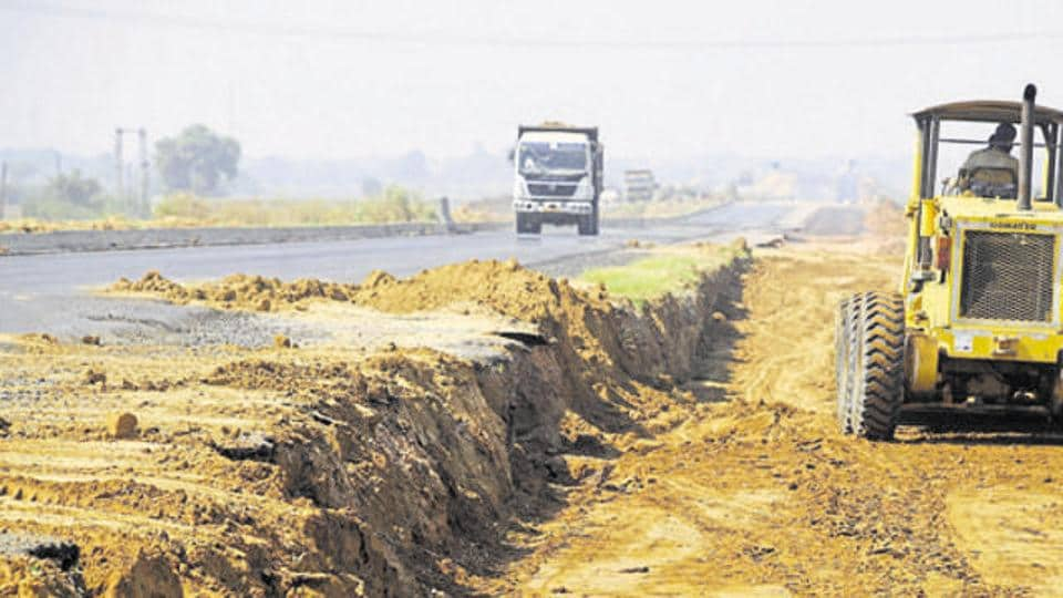 On Tuesday, the farmers stopped work between Palwal and Shahjanpur Khadar, the last village on the Haryana border.