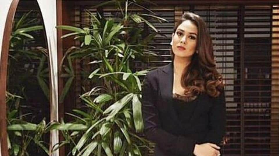 On Wednesday, when Mira Rajput Kapoor suited up in a black Ashish N Soni blazer, she paired it with game-changing flared monochrome trousers by designer Shweta Kapur.