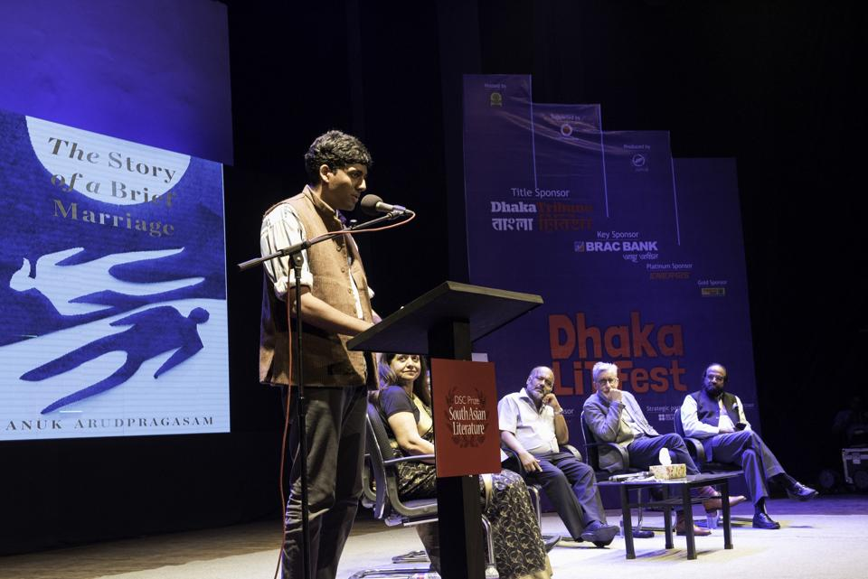Anuk Arudpragasam accepting the US$25,000 DSC Prize at the Dhaka Lit Fest 2017.