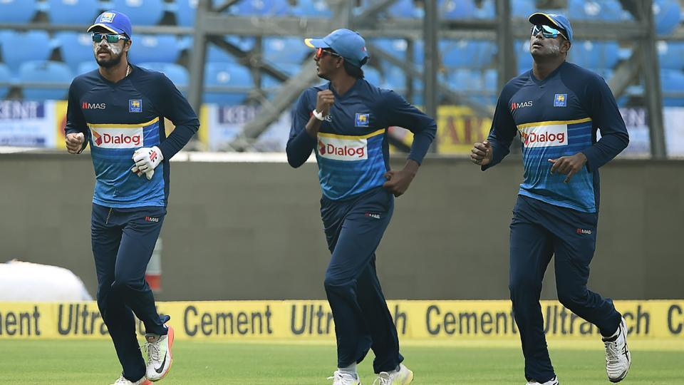 Sri Lanka's cricket team captain Dinesh Chandimal (L) runs with teammates during training.  (AFP)