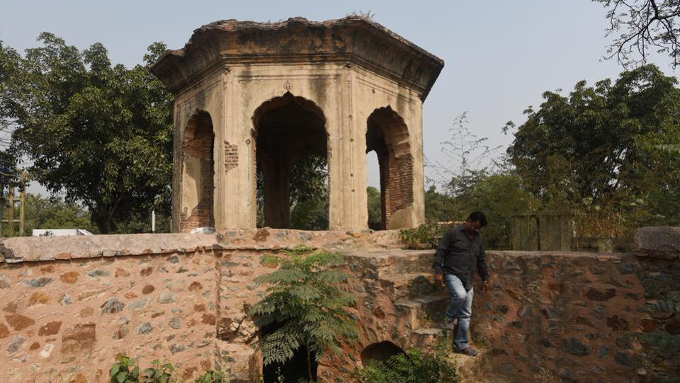 Various significant features here--chhattris, gateways and pavilions-- have been vandalised over time. Though the state government had prepared a plan for its revival last year, conservation work was discontinued in May after a squabble between the state archaeology department and the Ministry of Defence. (Vipin Kumar / HT Photo)